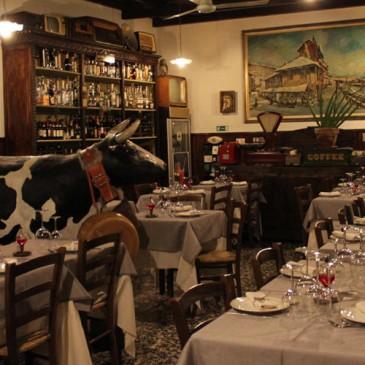 """L'Osteria """"Asso di Fiori"""" ha abbassato i prezzi del 10% e ha tradotto il menù in varie lingue."""